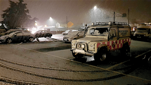DART52 Land rover ambulance in the snow at Kingsteignton