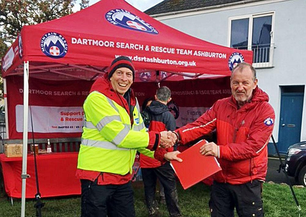 Craig hands over the operational reigns to Neil for the 2019 Templer Way Challenge 2019