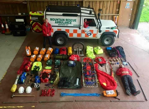 Mountain Rescue Landrover unpacked