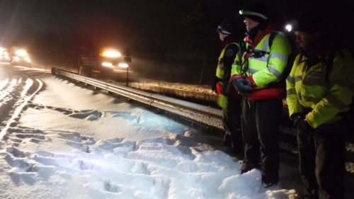 Dartmoor Rescue assisting drivers on Haldon Hill near Exeter during snow disruption